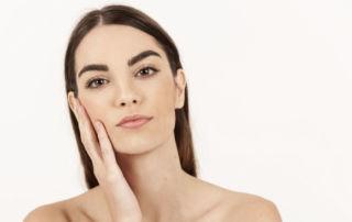 detergi e idrata la pelle grassa